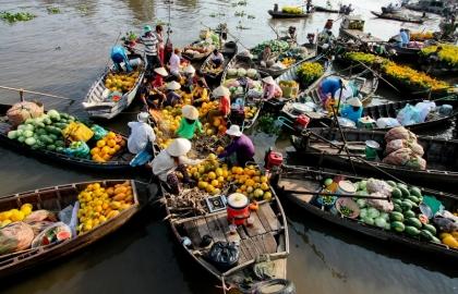 chợ nổi, thuyền trên sông, hoa quả trên thuyền, người bán hàng trên thuyền