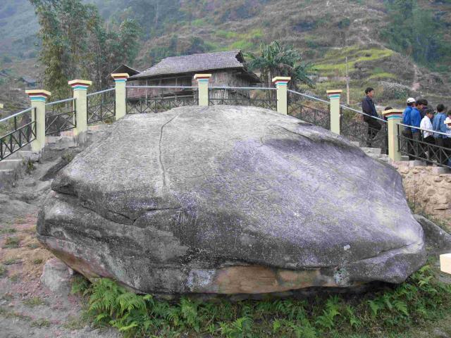 Bãi đá cổ Nấm Dẩn Hà Giang