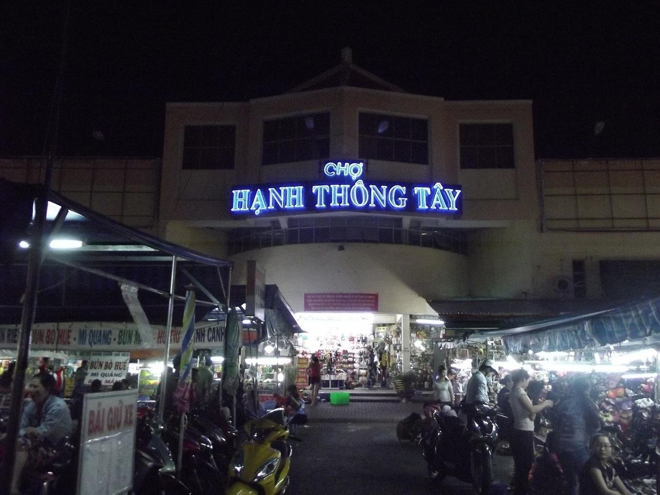 Chợ đêm Hạnh Thông Tây Sài Gòn