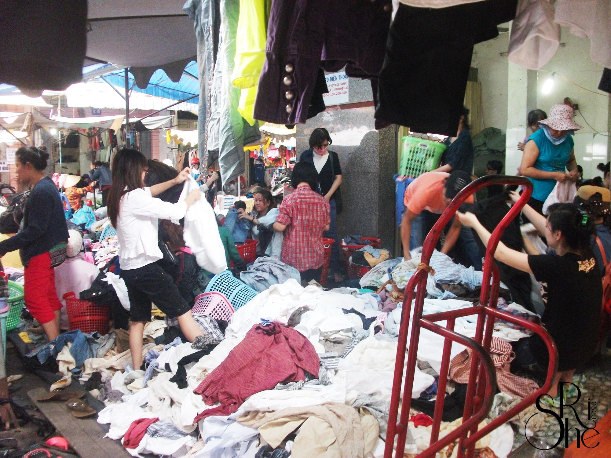 Chợ đồ si Hoàng Hoa Thám Sài Gòn