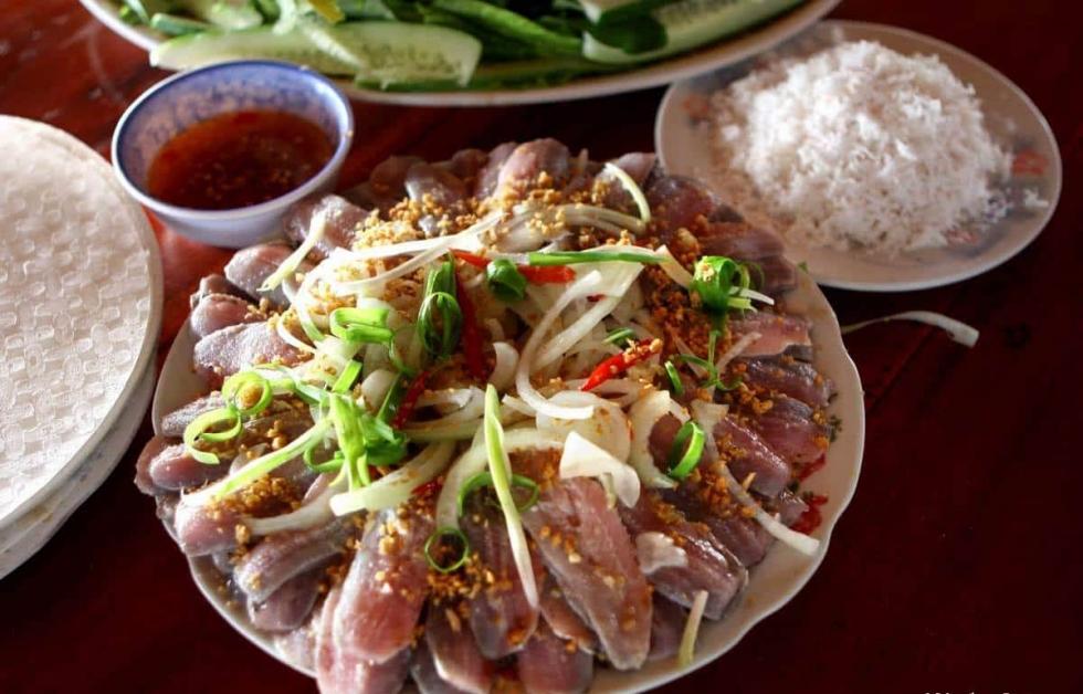 Gỏi cá trích cuốn dừa Phú Quốc