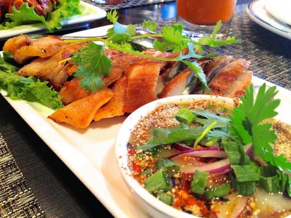 Đi thái lan nên ăn gì Kor moo yang