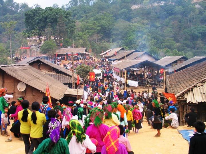 Kết quả hình ảnh cho Tham gia chợ tình Khâu Vai ở Hà Giang vào tháng 4
